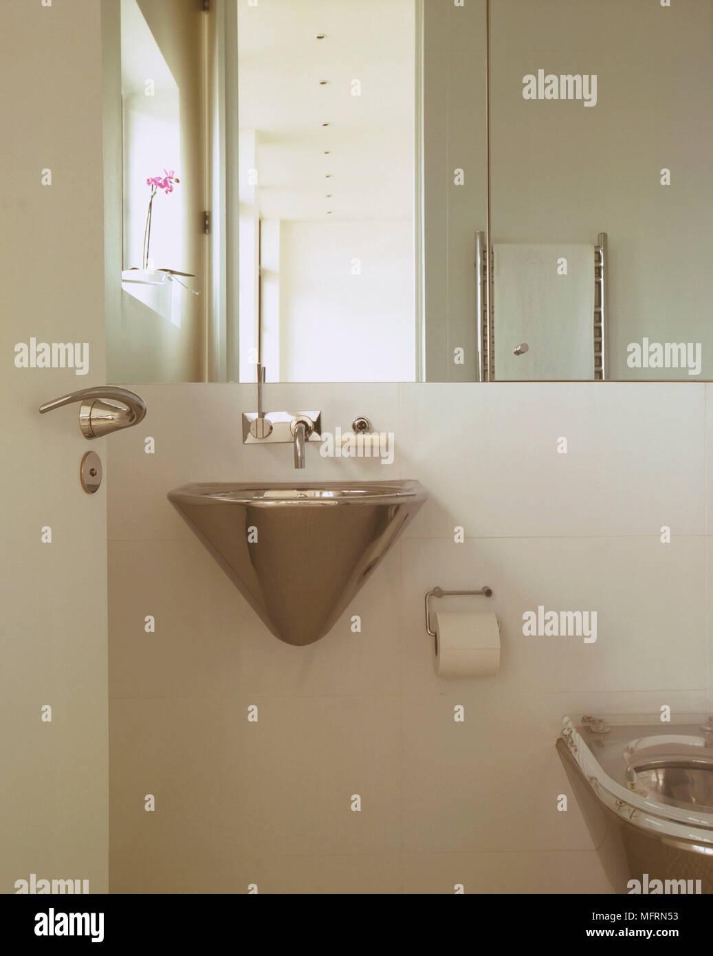Ein Detail Einer Modernen Minimalistischen Weissen Bad Wandmontage