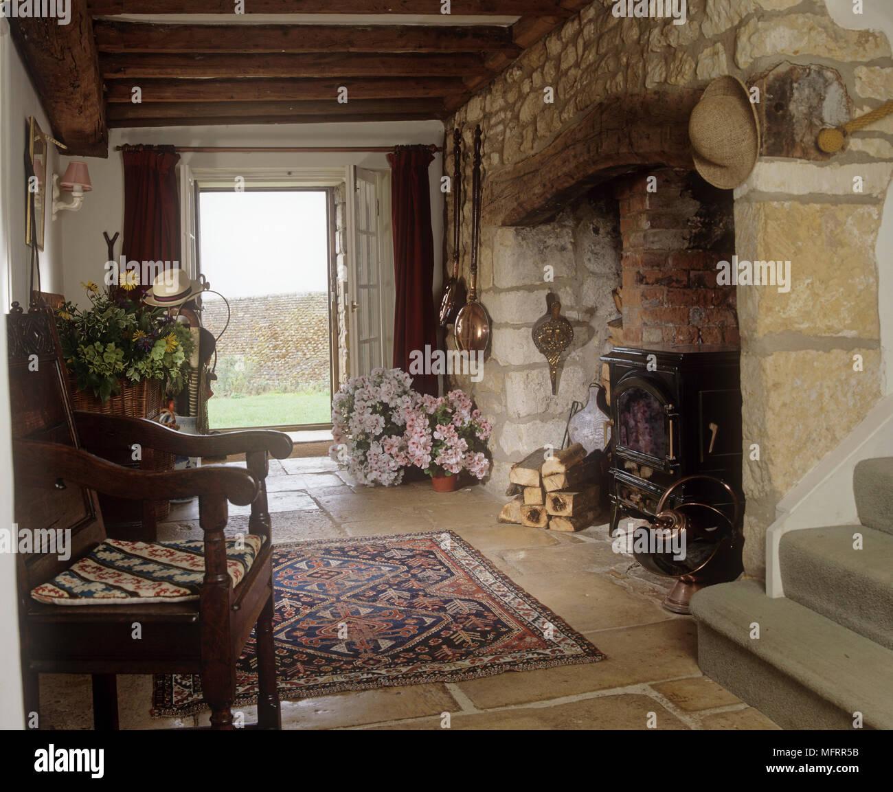 Amüsant Landhausstil Flur Referenz Von Mit Steinmauern, Kaminecke Und Steinplatten Boden