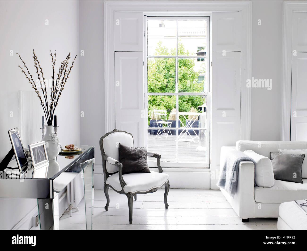 wohnzimmer silber, stil der zeit sessel neben silber tabelle in moderne wohnzimmer, Design ideen
