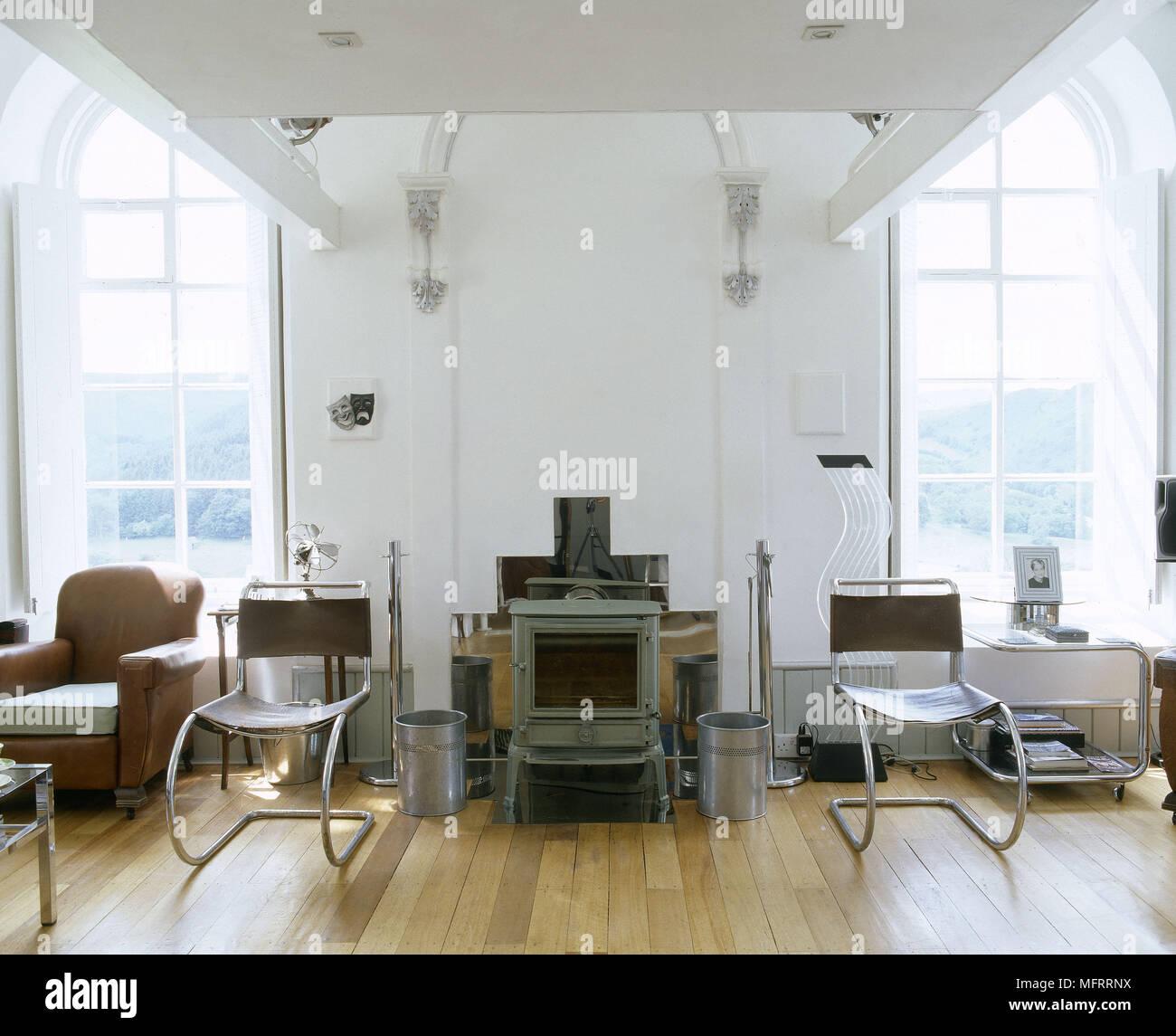 Ein Modernes Wohnzimmer Mit Retro Styling Holz Holzofen Chrom Und