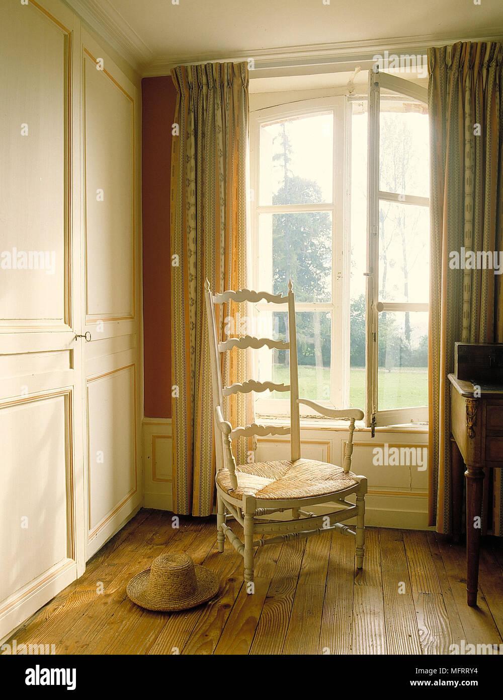 Ecke Der Traditionellen Schlafzimmer Dunkle Wand Hohe Zuruck Sessel