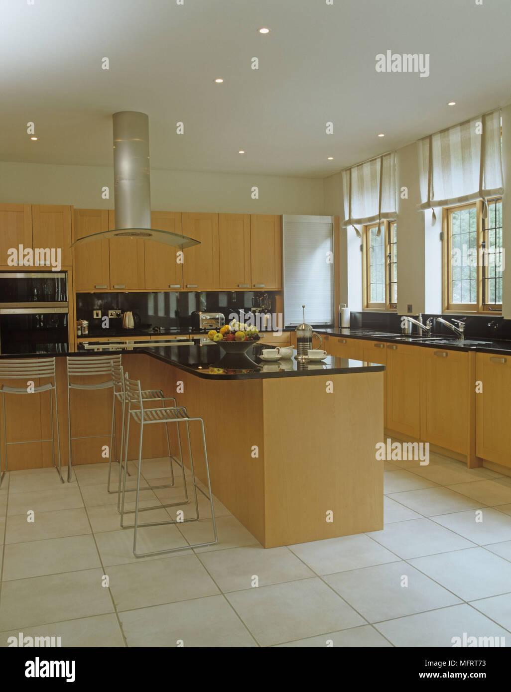 Küche Insel und Hocker in offener Bereich mit Arbeitsplatte und ...
