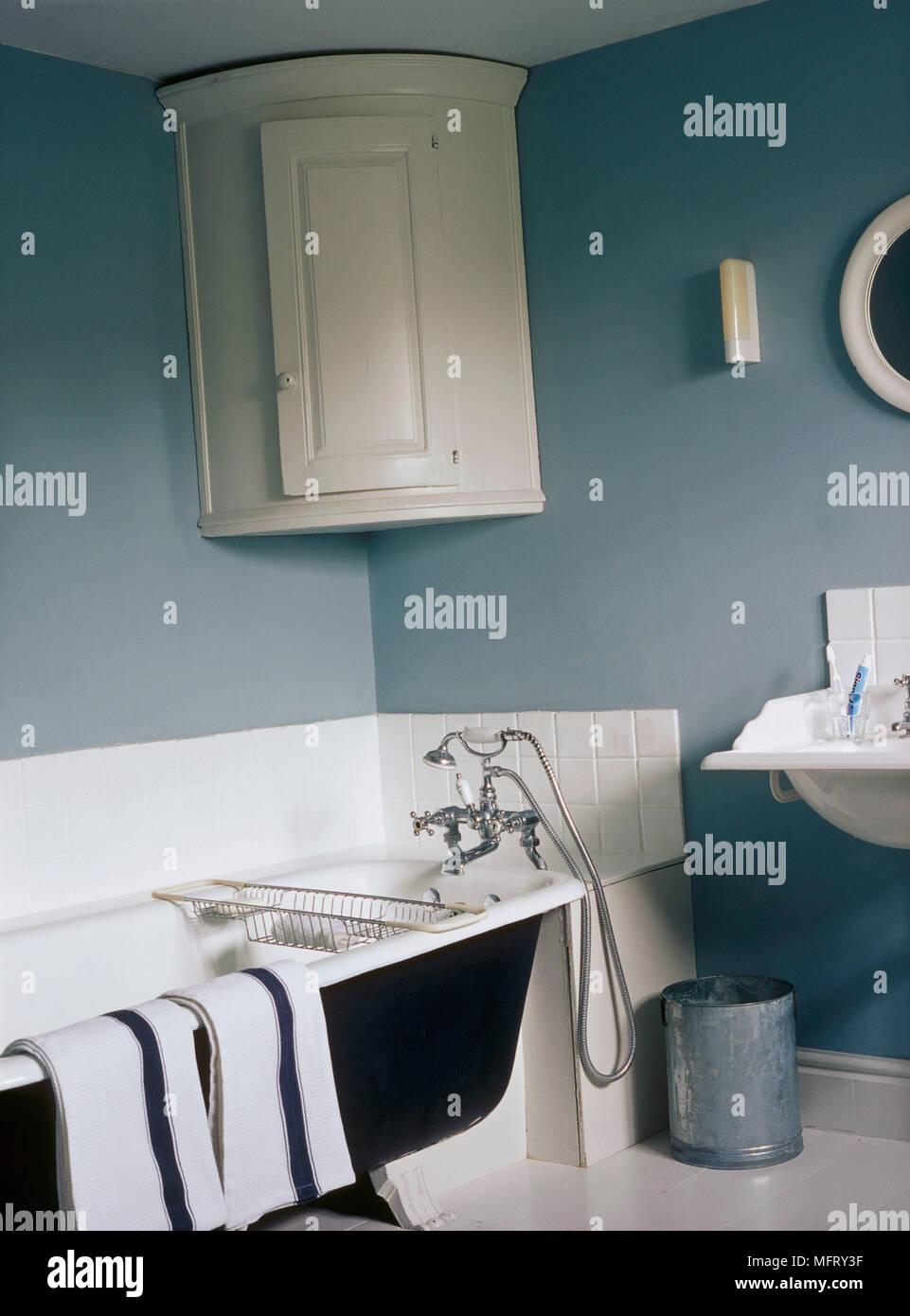Ein Detail Einer Blauen Land Badezimmer Traditionelle Freistehende