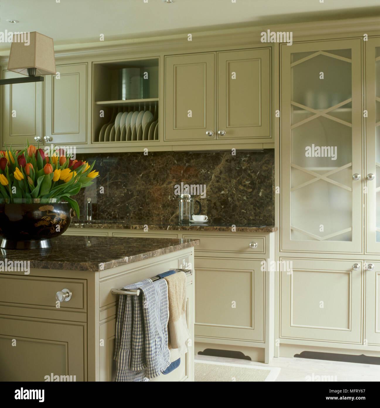 Ein Detail einer modernen Küche lackiert Einheiten Granit ...