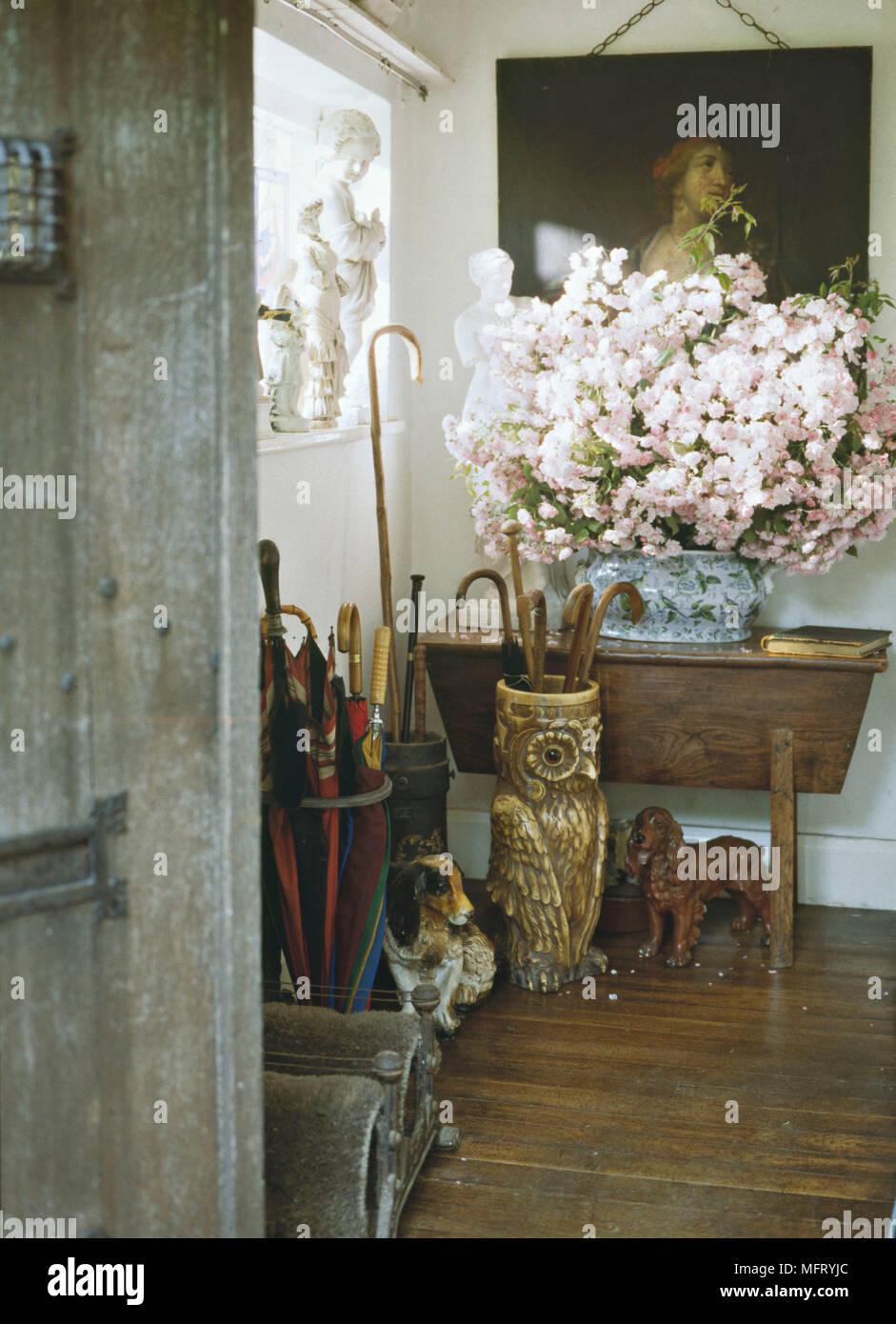 Eingangshalle Holzböden Tabelle Rosa Kletterrosen Sammlung Von Sticks Und  Sonnenschirme In Steht Owl Schirmständer Gips Spaniels