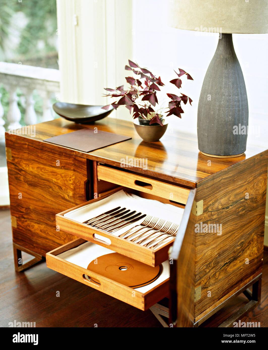 Holz Mit Offenen Schubladen Aufbewahrung Besteck Stockfotografie Alamy