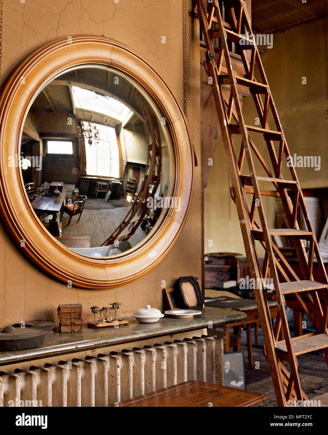 Traditionelle Runde Spiegel Mit Reflexion Der Zimmer Kühler