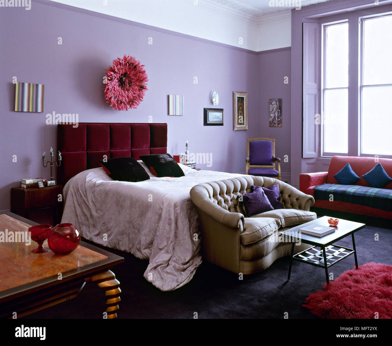 Traditionelle lila Schlafzimmer Bett gepolstertes Kopfteil ...