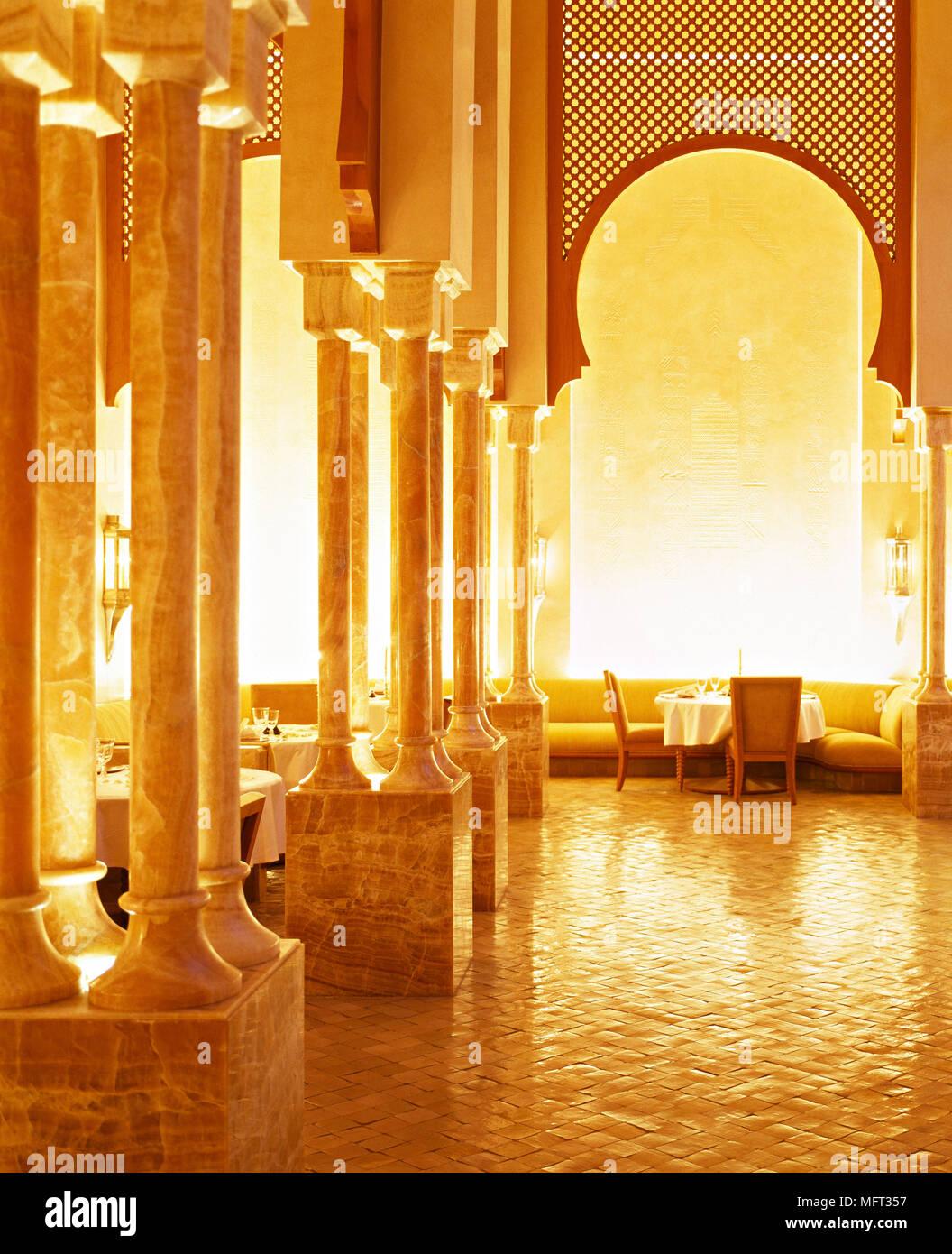 Marokkanische Terrakotta Esszimmer Hohen Gewölbten Decke Sitzgelegenheiten  Innenräume Zimmer Ethnischen Einfluss Warmen Farben Arabischen Maurischen  ...