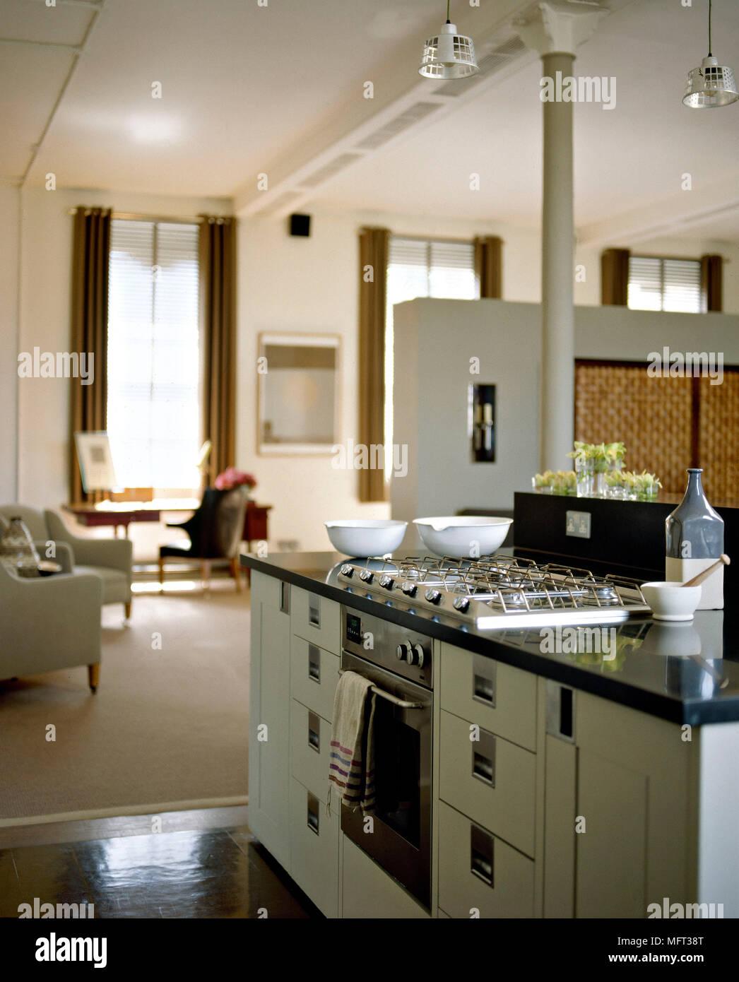 Moderne offene Wohnzimmer Küche zentrale Insel Einheit Gasherd ...