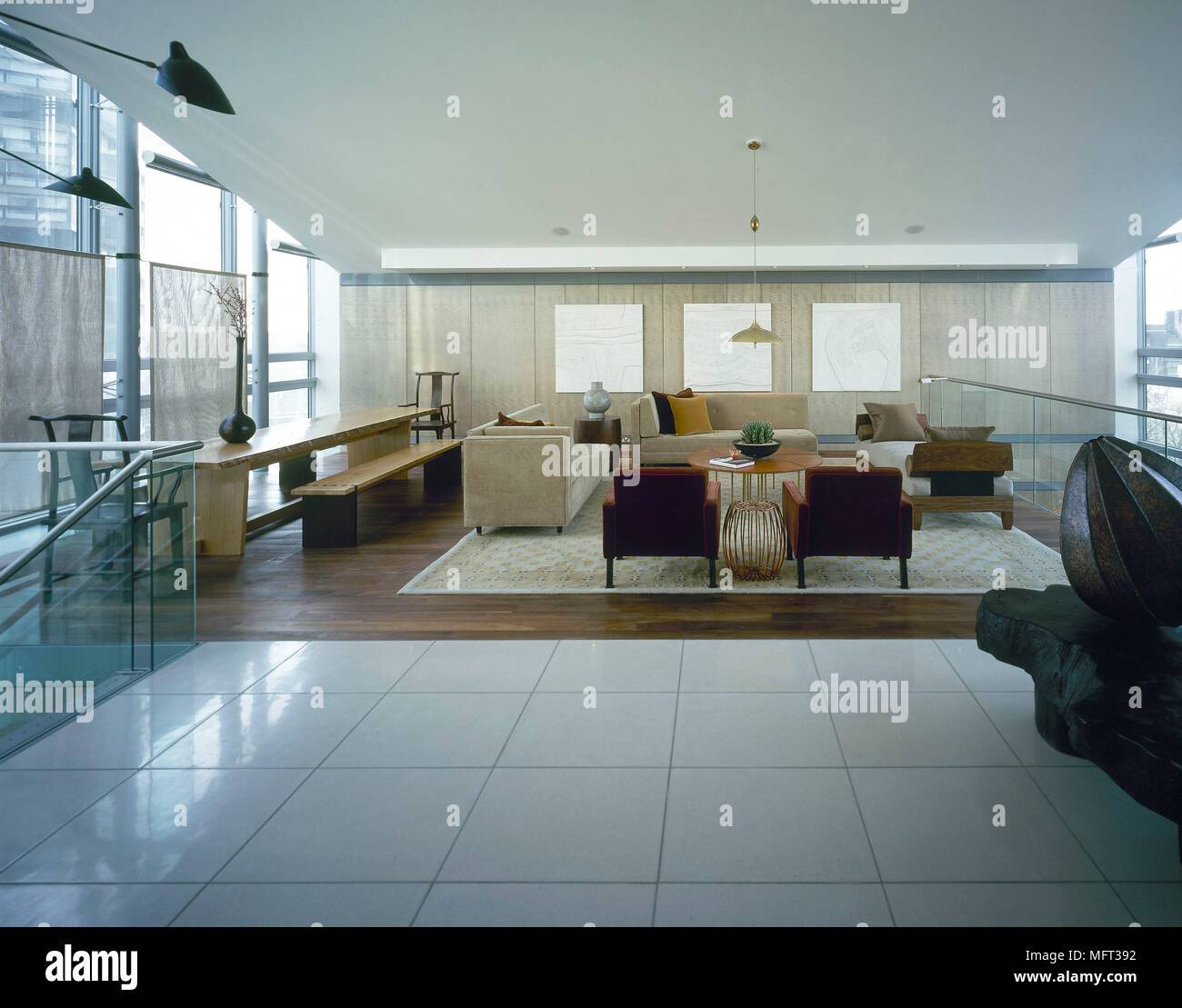 moderne offene wohnzimmer essbereich ger umige wei gefliesten fu boden bereich interieur zimmer. Black Bedroom Furniture Sets. Home Design Ideas
