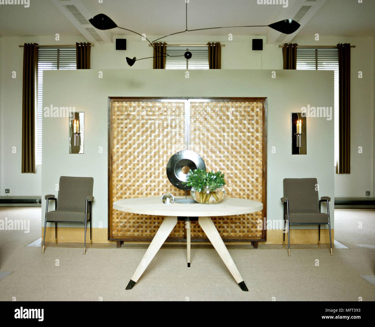 Moderne Offene Wohnzimmer Zentrale Trennwand Sessel Tisch Interieur
