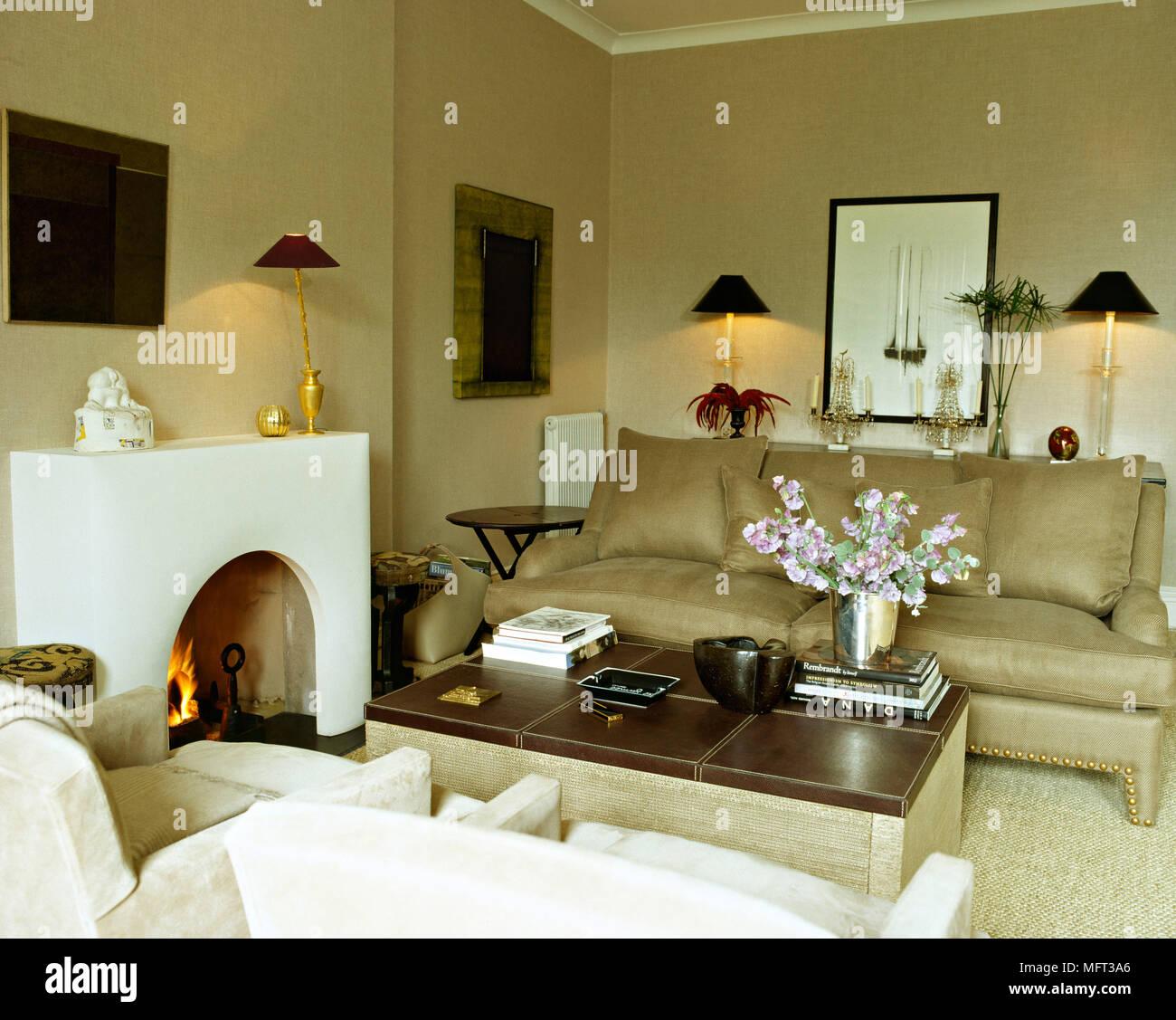 Moderne neutral Wohnzimmer Kamin Kamin sofa gepolsterte ...