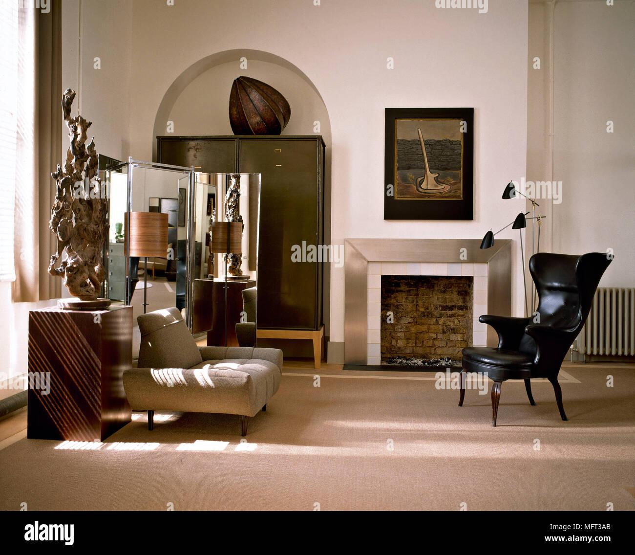 Moderne Neutral Wohnzimmer Schwarz Leder Sessel Kamin Metall