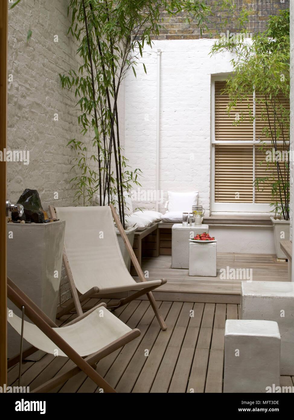 Moderne Terrasse Terrasse weiß gestrichenen Wänden ...