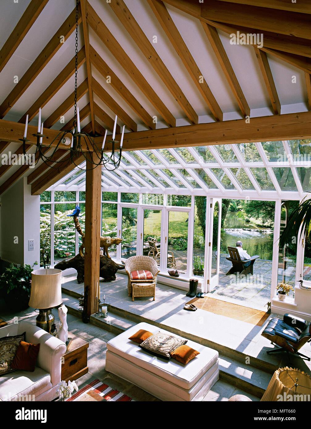 Beliebt Erhöhte Ansicht Wohnzimmer mit gewölbter Decke mit Holzbalken und NE07