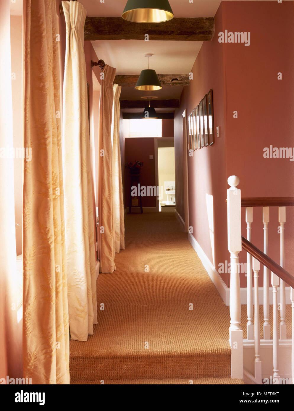 Teppichboden Treppe Landung Und Den Flur Mit Terracotta Farbe Wände