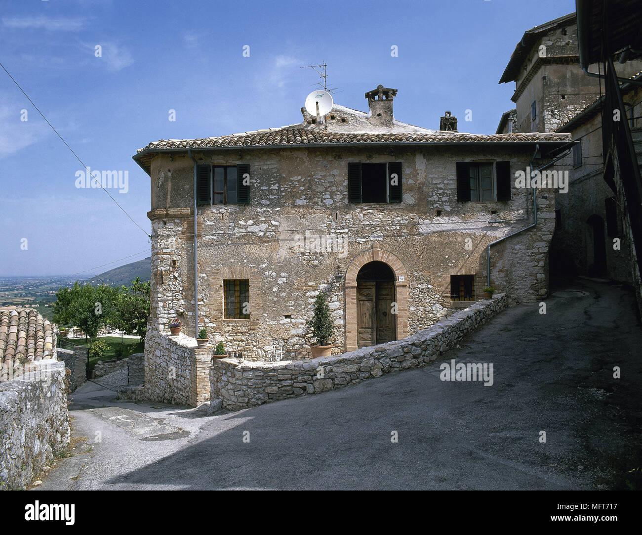 Außen rustikale Villa aus Stein schmerzten Tür Fensterläden außen ...