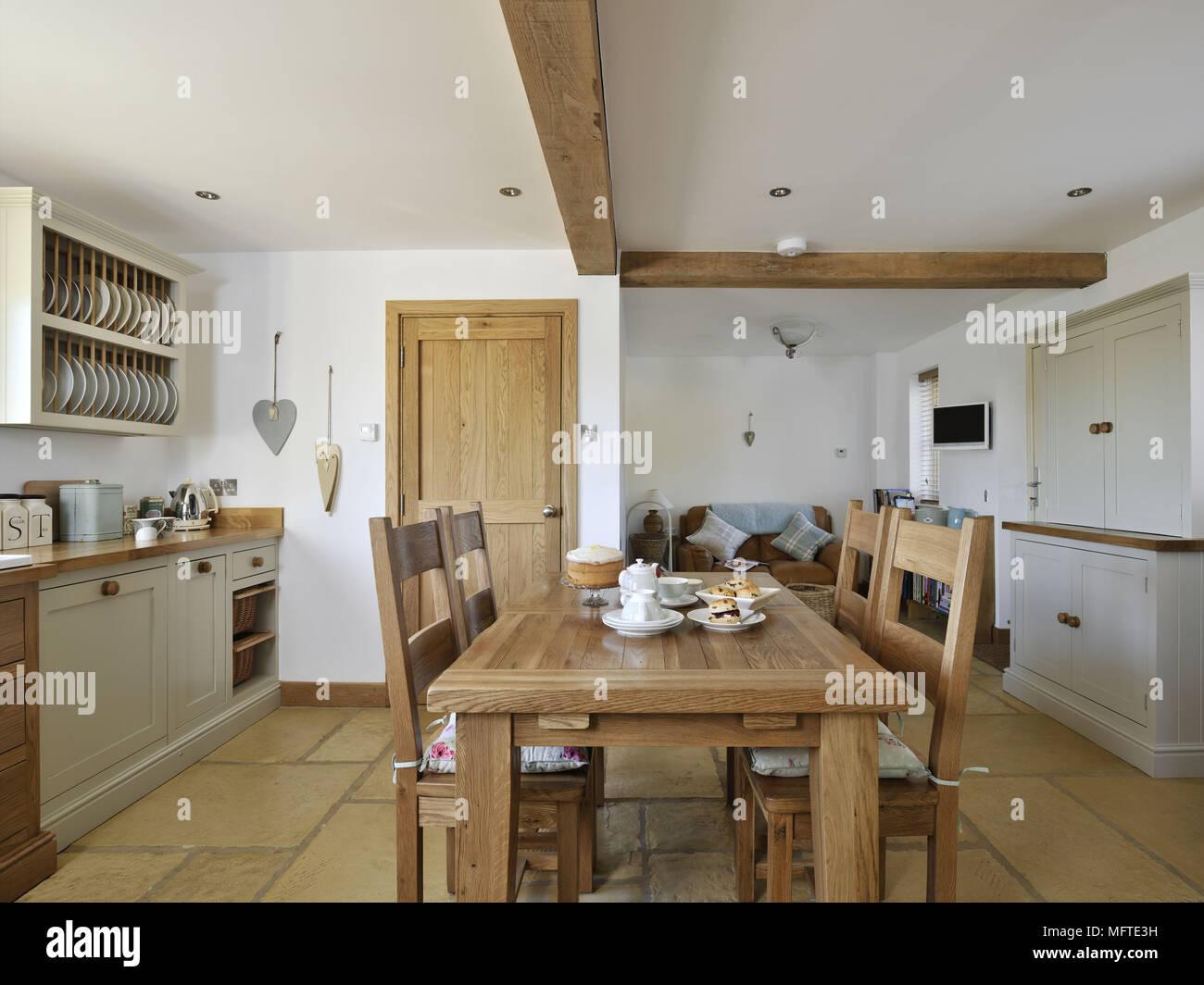 Großzügig Küche Theke Tisch Und Stühle Holz Ideen - Ideen Für Die ...