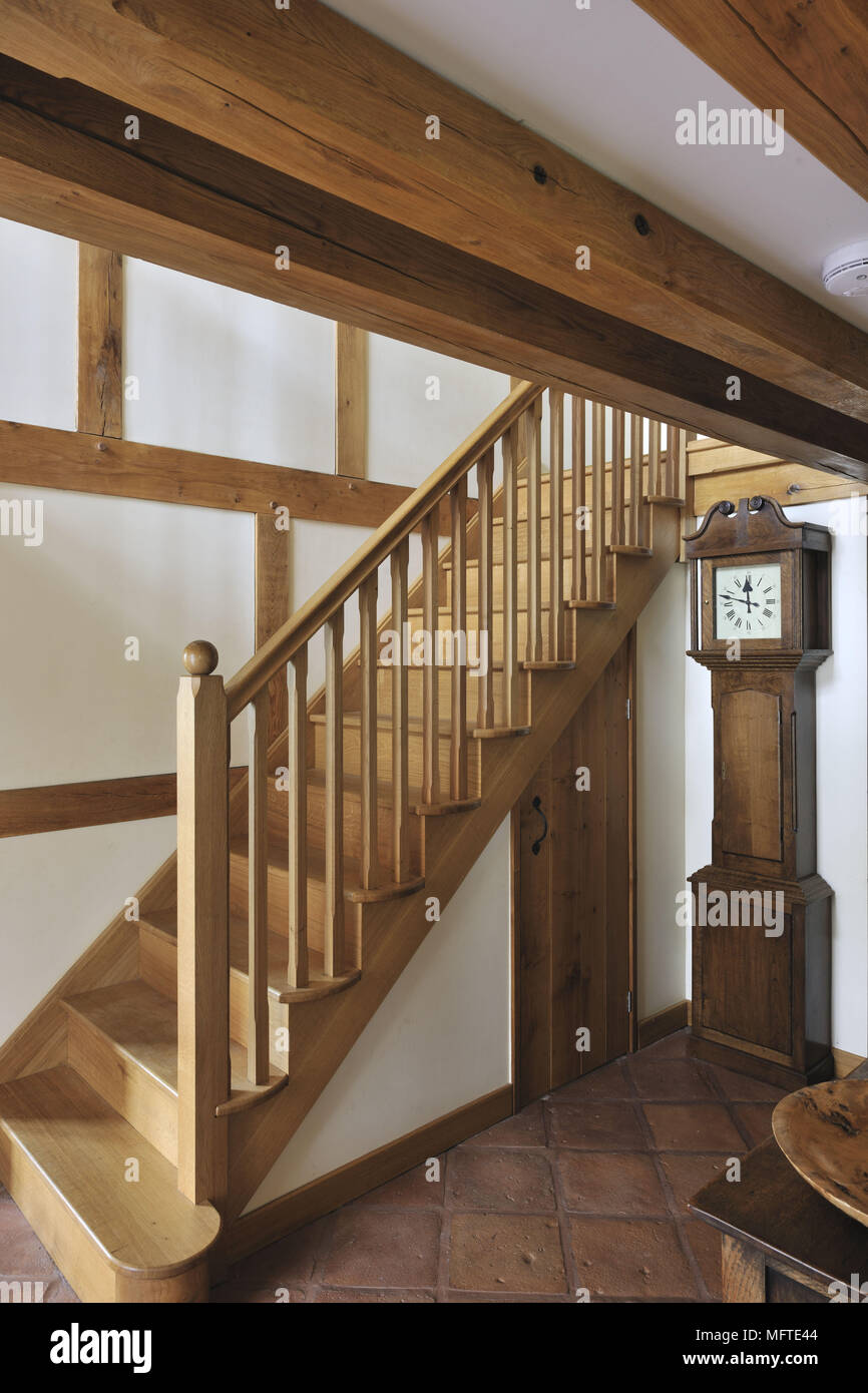 Holztreppe Im Modernen Landhausstil Flur Stockfoto Bild 181861460