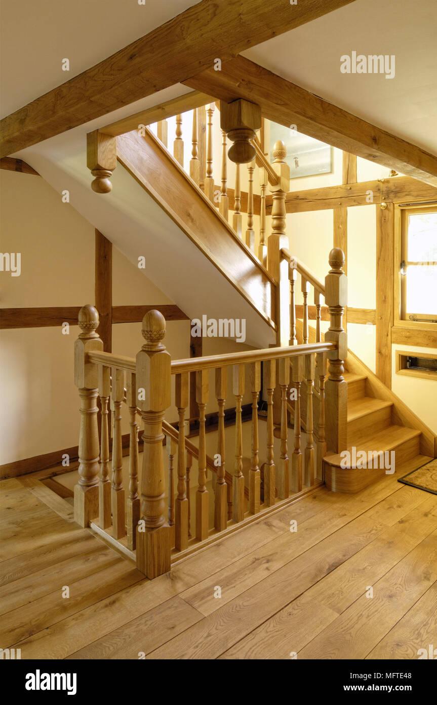 Holztreppe Im Modernen Landhausstil Flur Stockfoto Bild 181861464