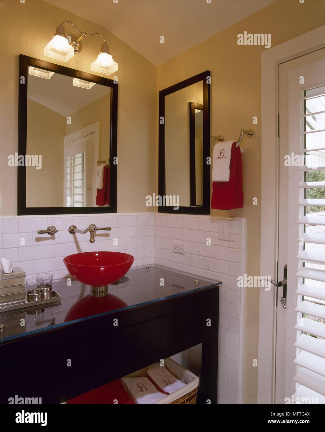 Modernes Badezimmer Detail Rot Glas Waschbecken Glas überstieg Einheit  Inneneinrichtung Badezimmer Waschbecken