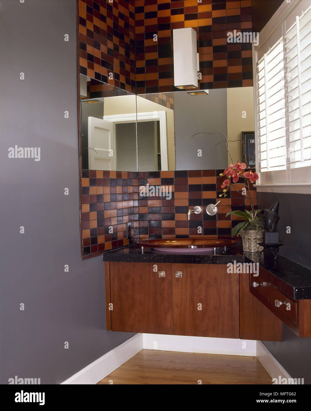 Modernes Badezimmer Waschbecken Schrank Rot Braun Fliesen