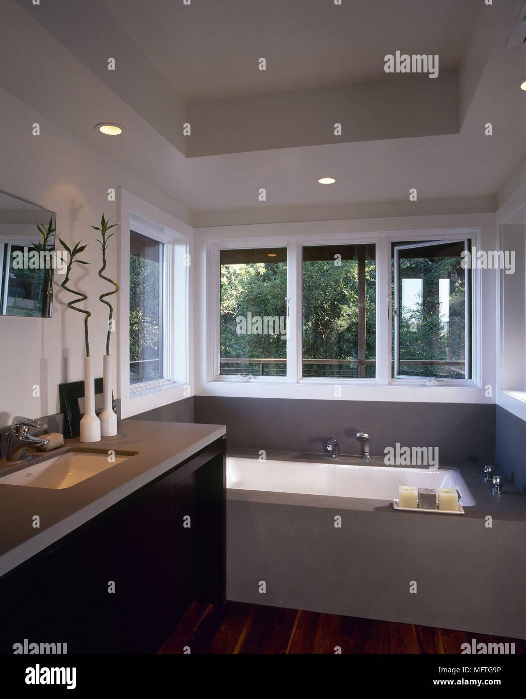 Eine Moderne, Minimalistische Badezimmer Eingelassene Badewanne Waschbecken  In Einheit Inneneinrichtung Badezimmer Set Waschbecken Bäder Tiefen Farben