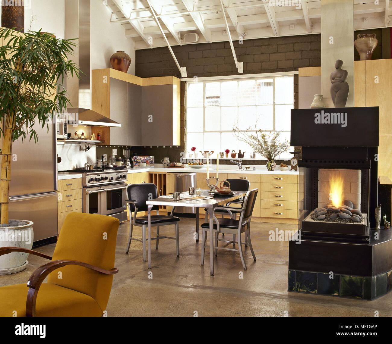 Moderne offene Küche Essbereich gelb Units Central fester Brennstoff ...