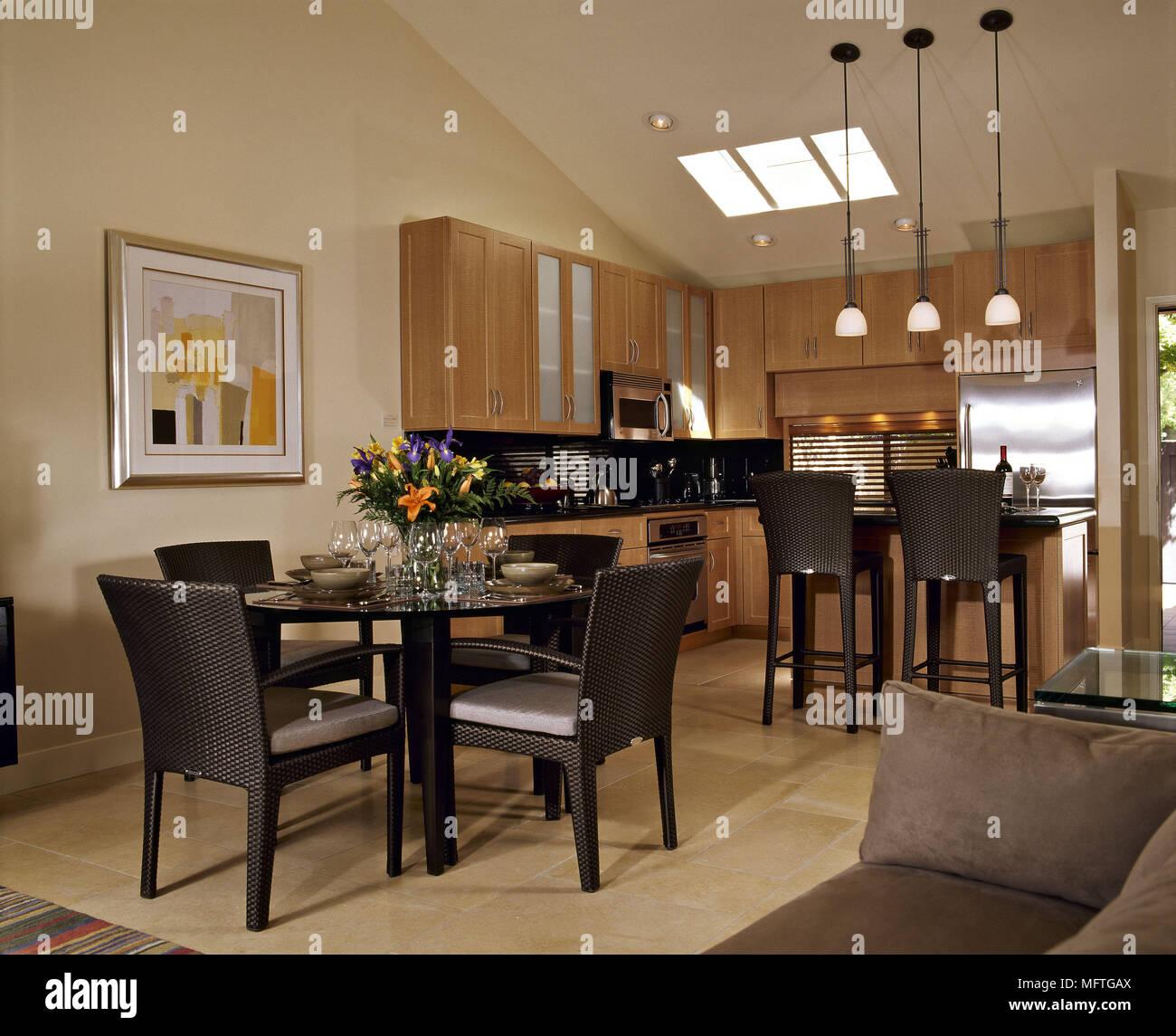 Moderne offene Küche/Essbereich Wohnbereich Holz Einheiten runde ...