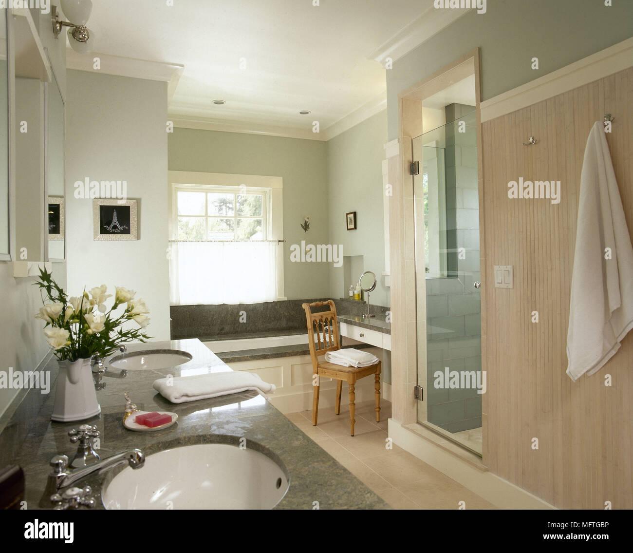 Moderne blassgrün Badezimmer Doppelwaschbecken aus Marmor gerät ...