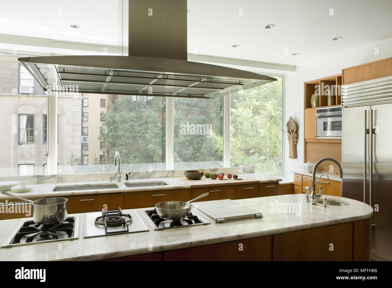 Abzugshaube über dem Gasherd in Insel Einheit in der modernen Küche ...