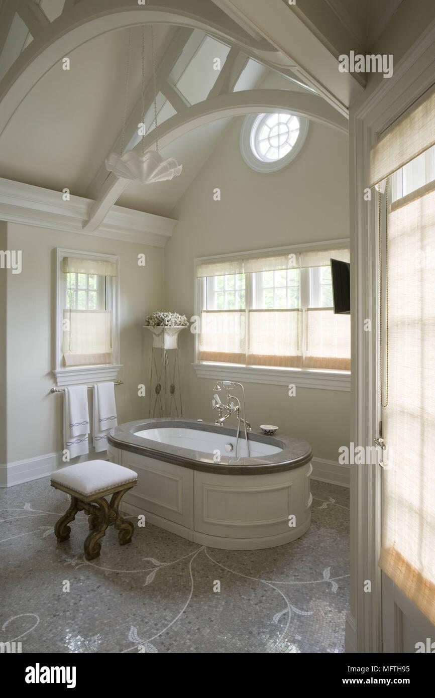 Freistehende Badewanne Im Traditionellen Stil Badezimmer