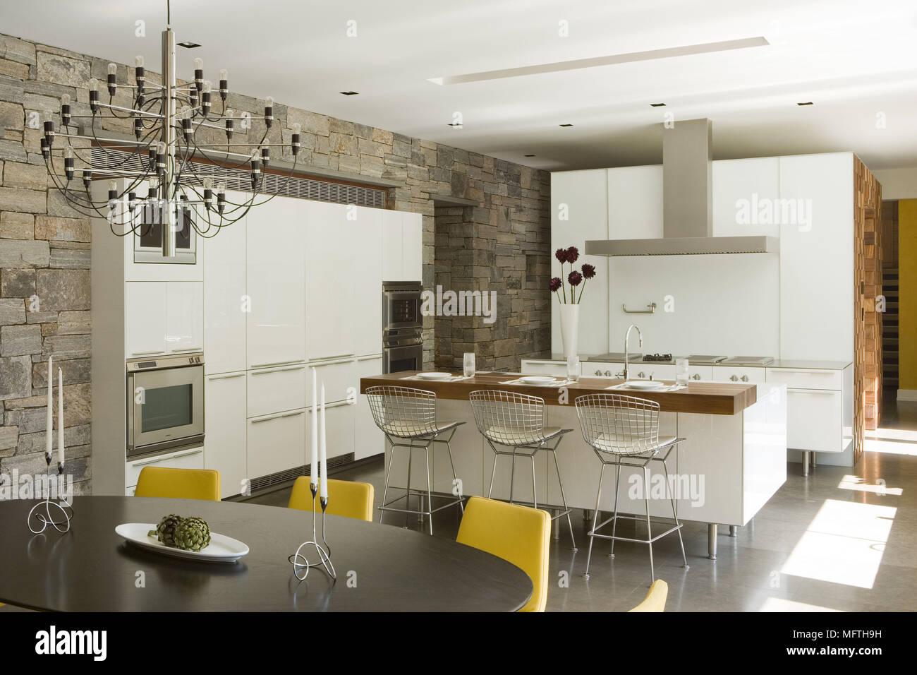 Harry Bertoia Barhocker an der Theke in moderne offene Küche ...