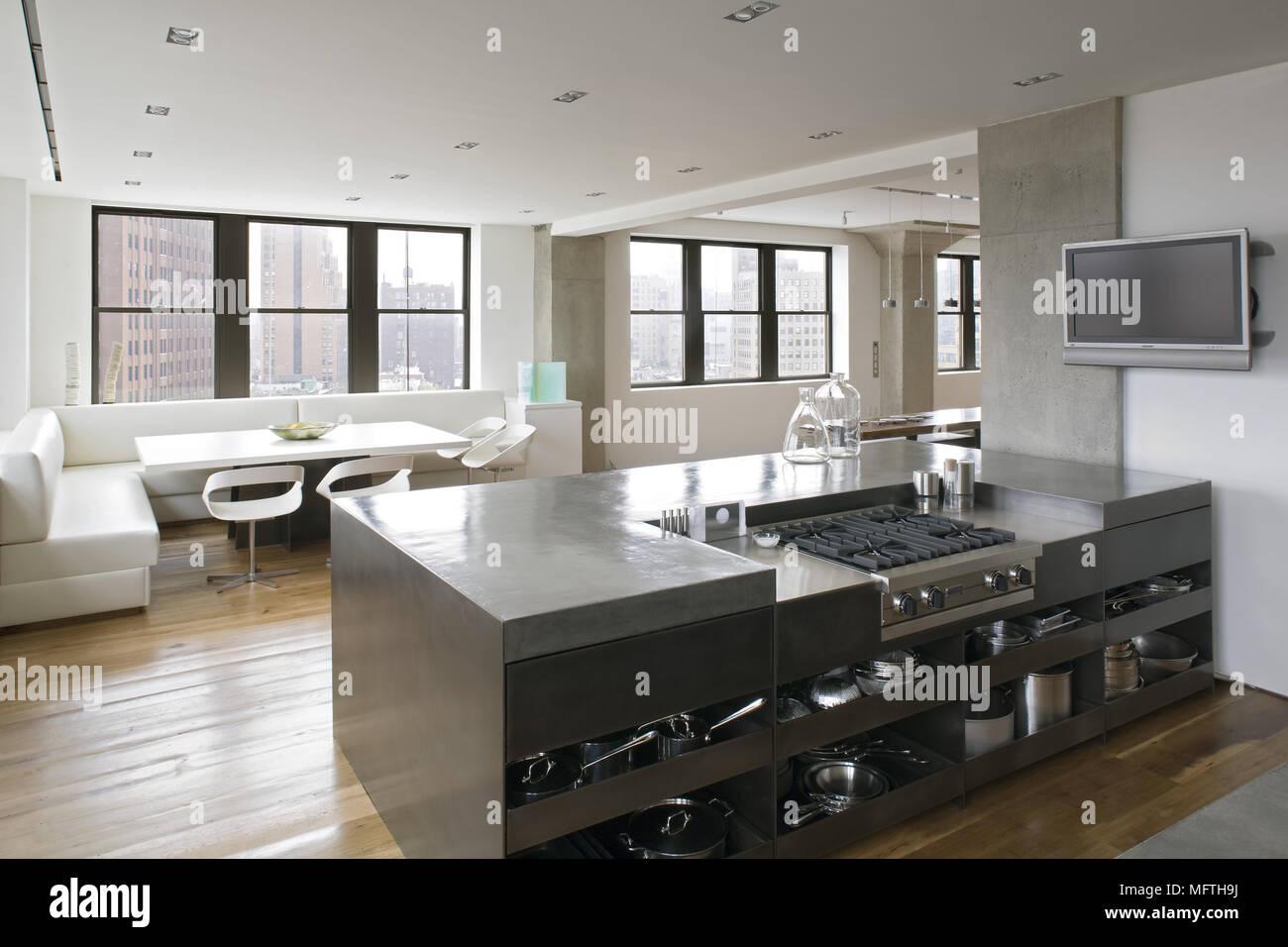 Herd in moderne offene Küche mit Essbereich Stockfoto, Bild ...