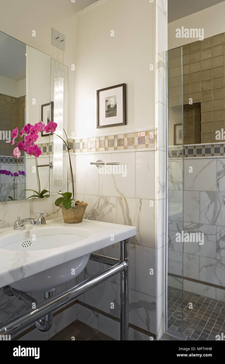 Waschbecken aus Marmor top auf Stahl stand im traditionellen Stil ...