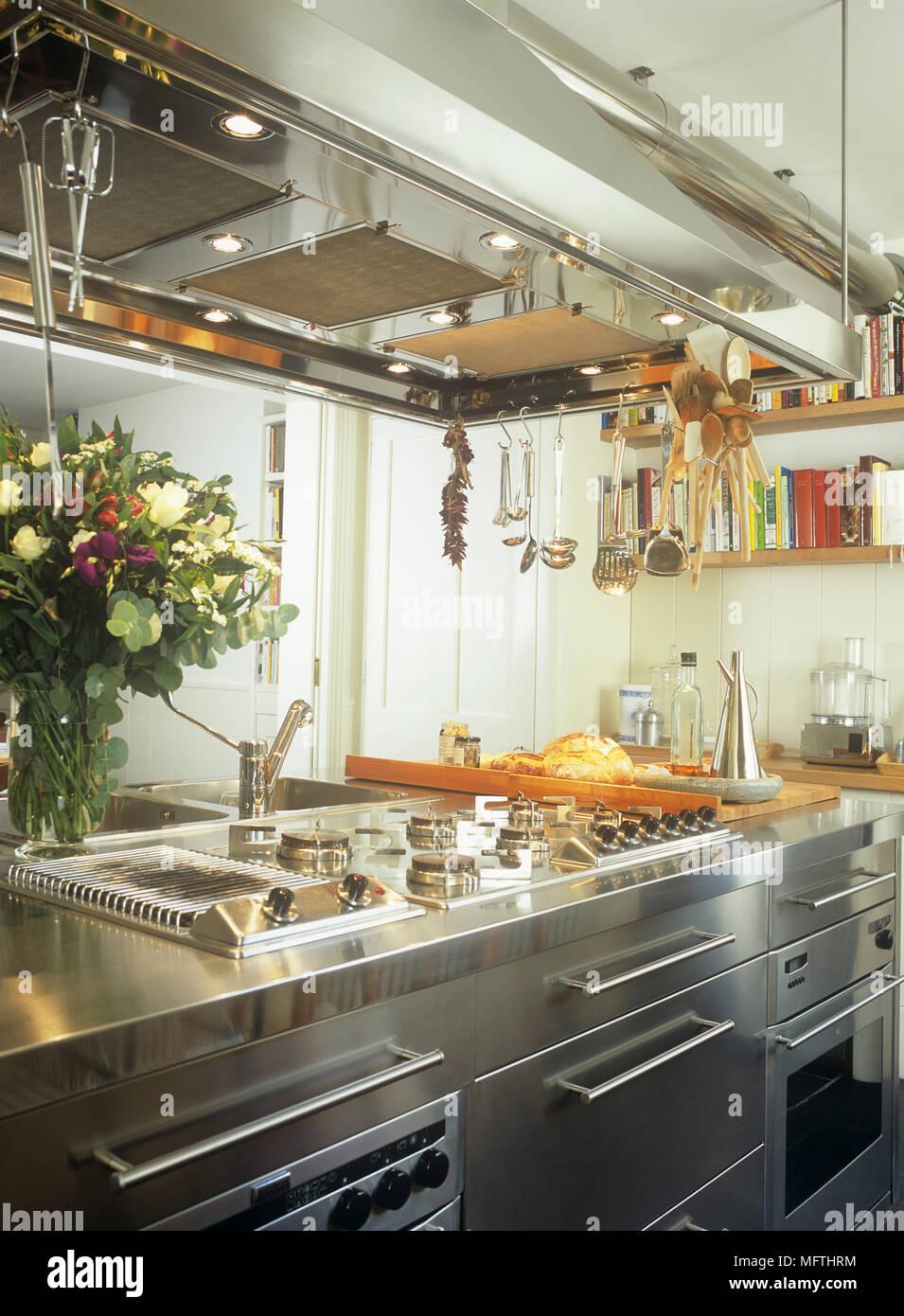 Nett Schwarz Küchenschränke Edelstahl Geräte Fotos - Ideen Für Die ...