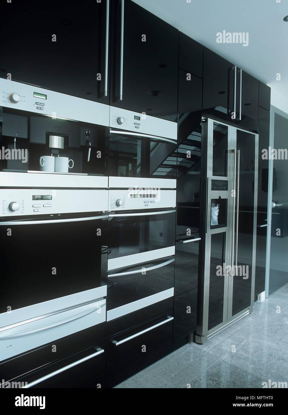 Berühmt Schwarz Küchenschränke Edelstahl Geräte Zeitgenössisch ...