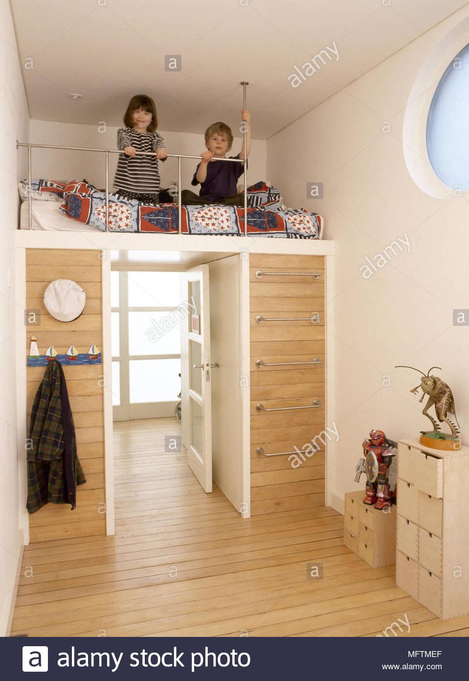 Kind Schlafzimmer Bett Angehoben Stahlleiter Holzboden Die Kinder