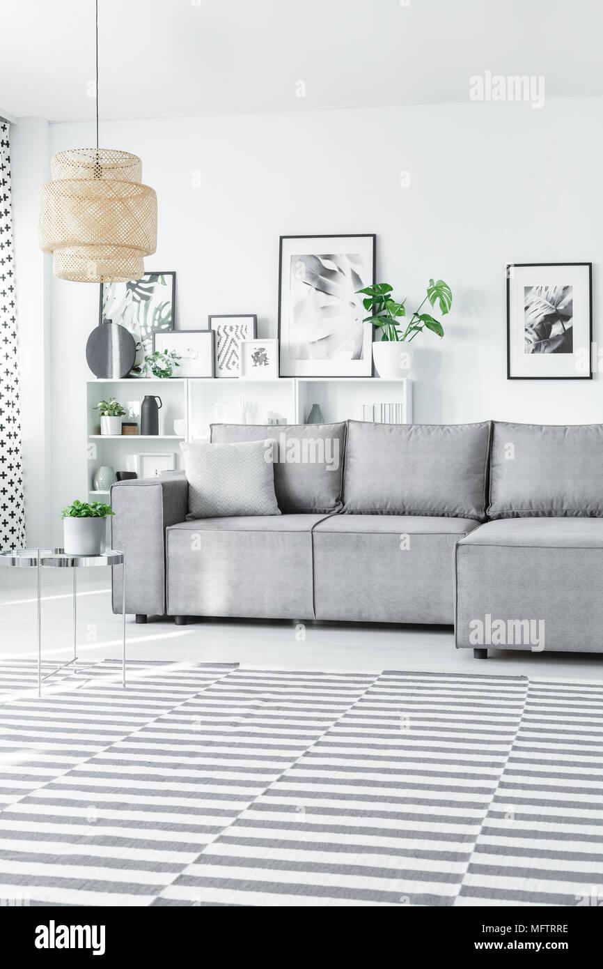 Gestreiften Teppich Auf Dem Boden Im Hellen Wohnzimmer Einrichtung