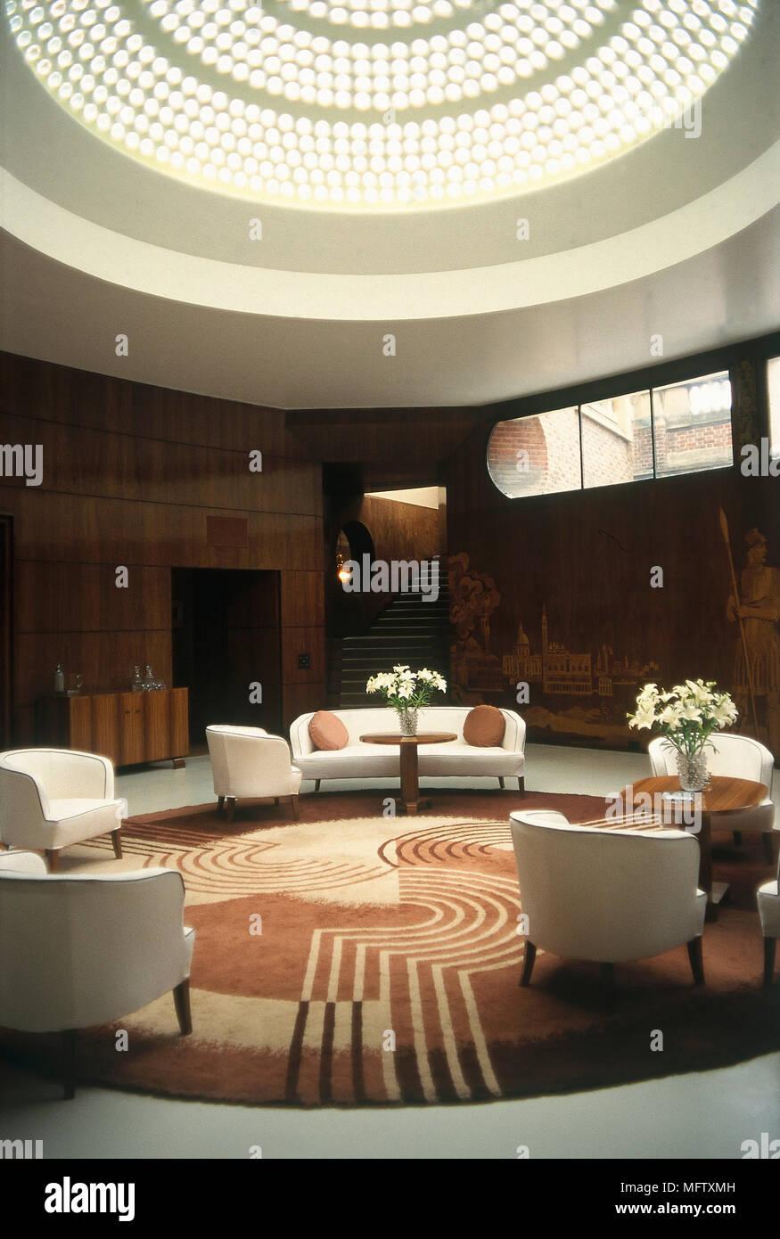 Modern Art Deco Stil Wohnzimmer Mit Geschwungenen Wanden
