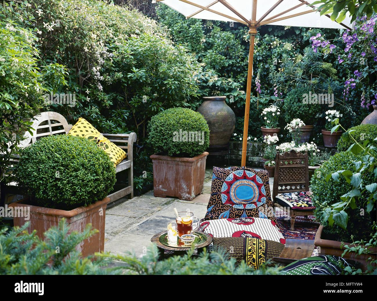 Garten Gepflasterte Terrasse Sonnenschirm Ethnischen Stuhle Stoff