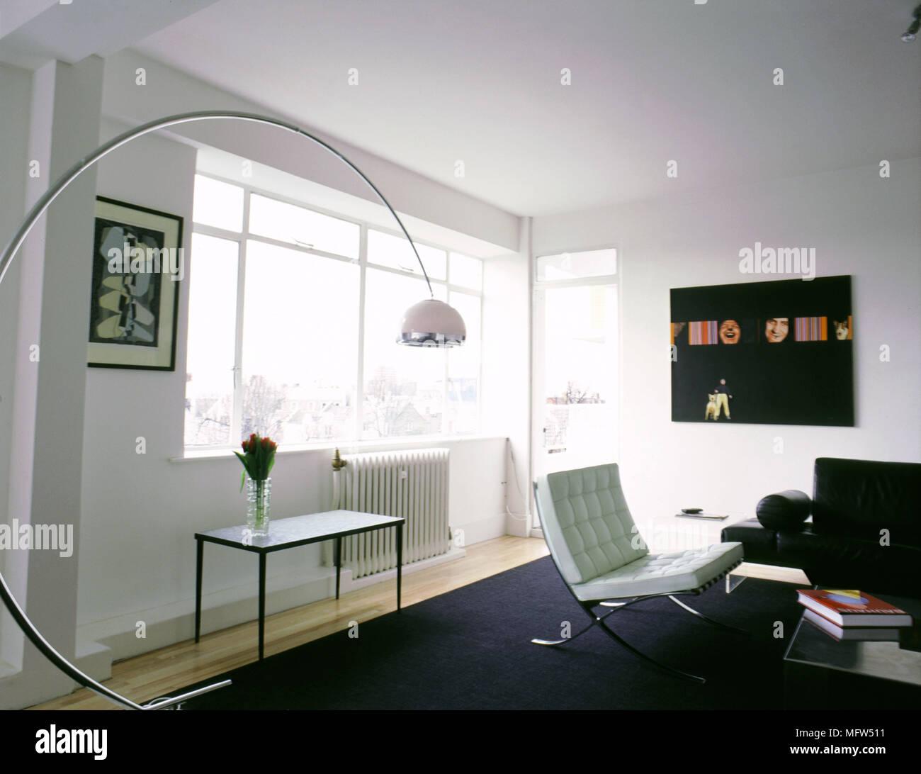 Modern Chrome Floor Lamp Stockfotos & Modern Chrome Floor Lamp ...