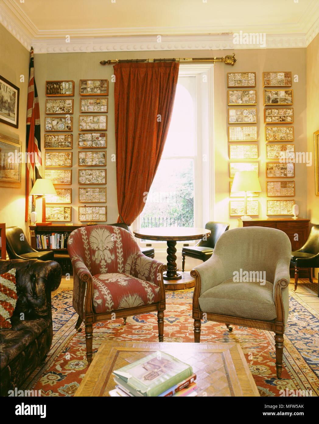 Orientalisches Wohnzimmer, traditionelle wohnzimmer mit roten vorhängen gepolsterte sessel, Design ideen