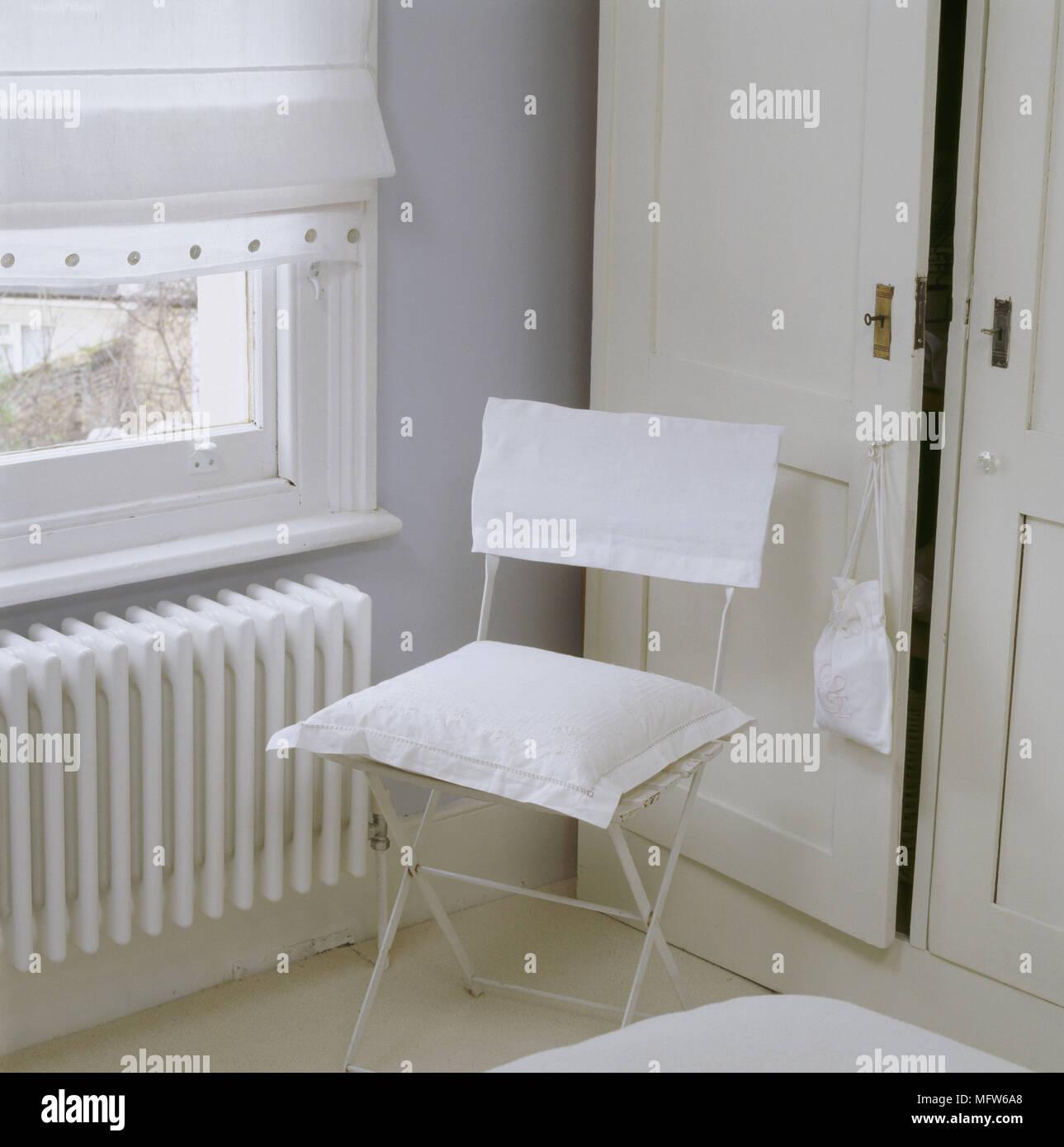 Ein Detail Eines Landes Schlafzimmer Mit Einbauschrank Lackiertes