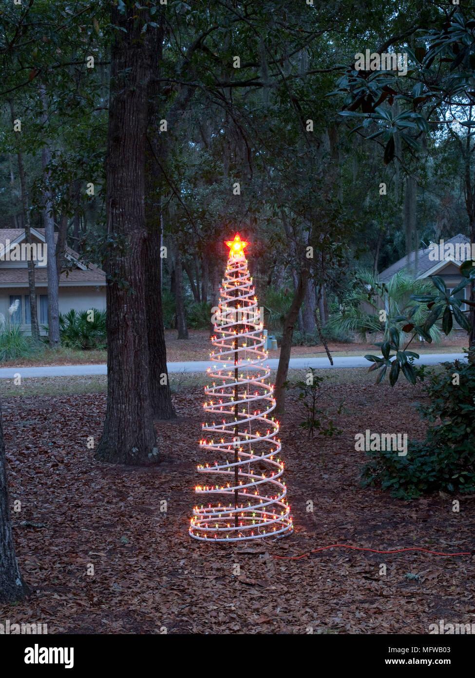 Moderner Weihnachtsbaum.Moderner Weihnachtsbaum Stockfoto Bild 181880947 Alamy