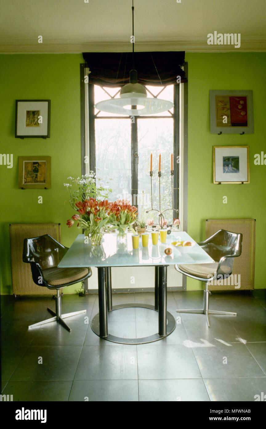 Moderne Grun Esszimmer Mit Fliesen Glas Tisch Retro Kunststoff