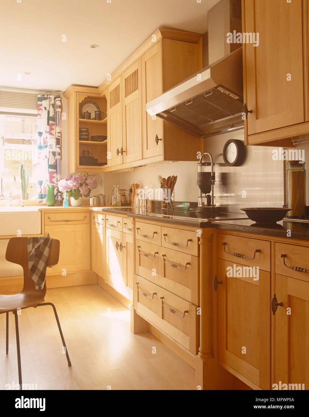 Holz in der Küche im Landhausstil Stockfoto, Bild: 181889718 ...