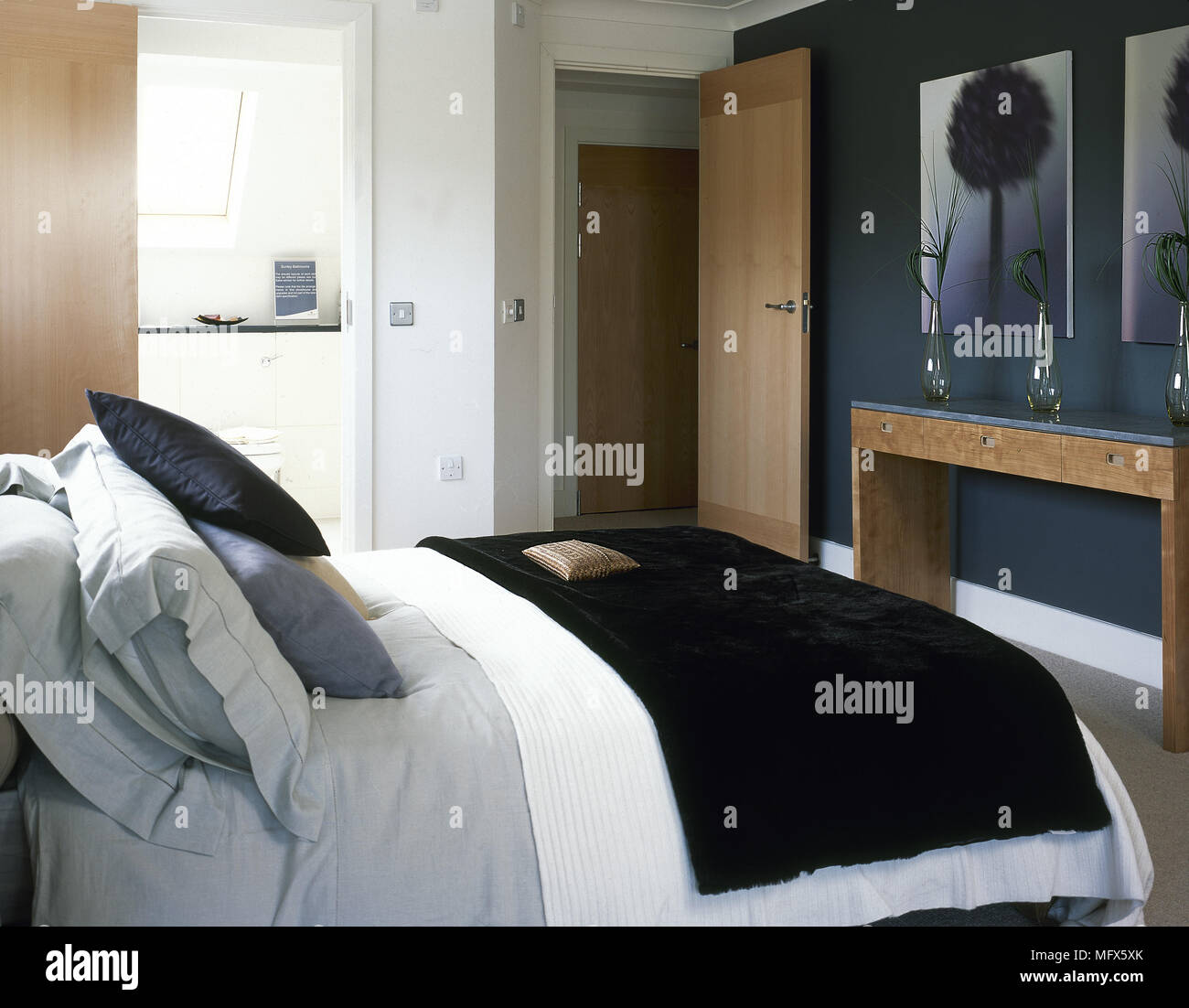 Modernes Schlafzimmer Mit Einem Doppelbett Bettwäsche Bettwäsche