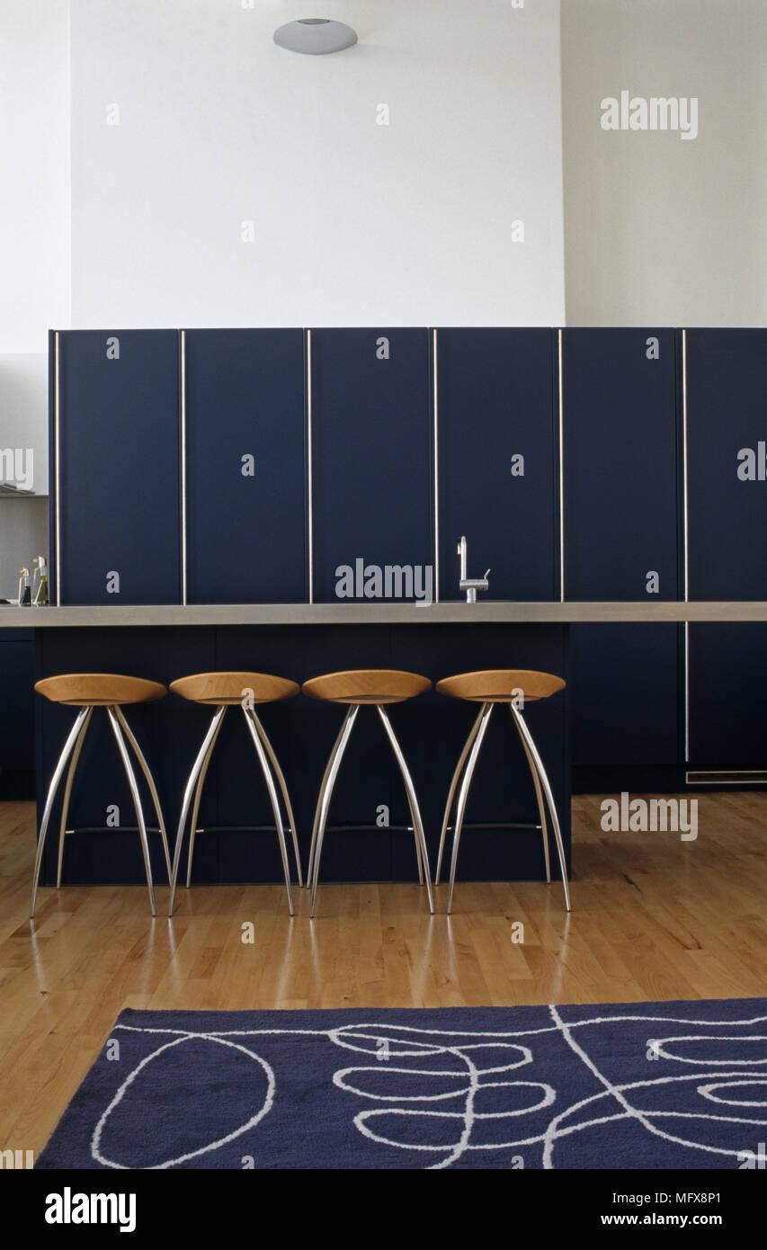 Schön Küche Frühstück Barhocker Aus Holz Ideen - Küche Set Ideen ...